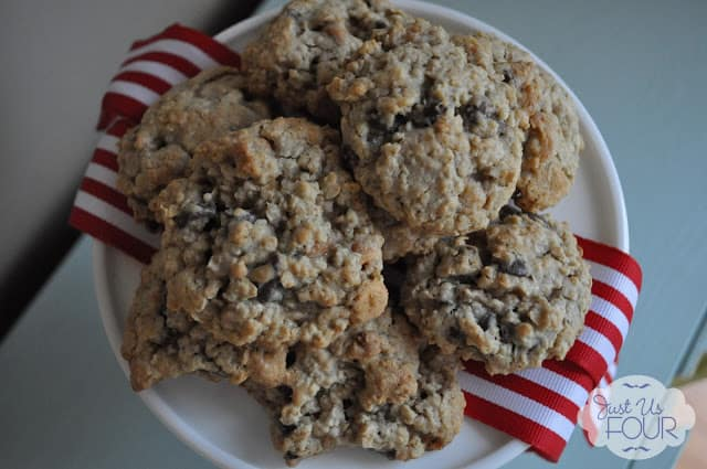 31 Cookie Recipes – Chocolate Chip Oatmeal Scotchies