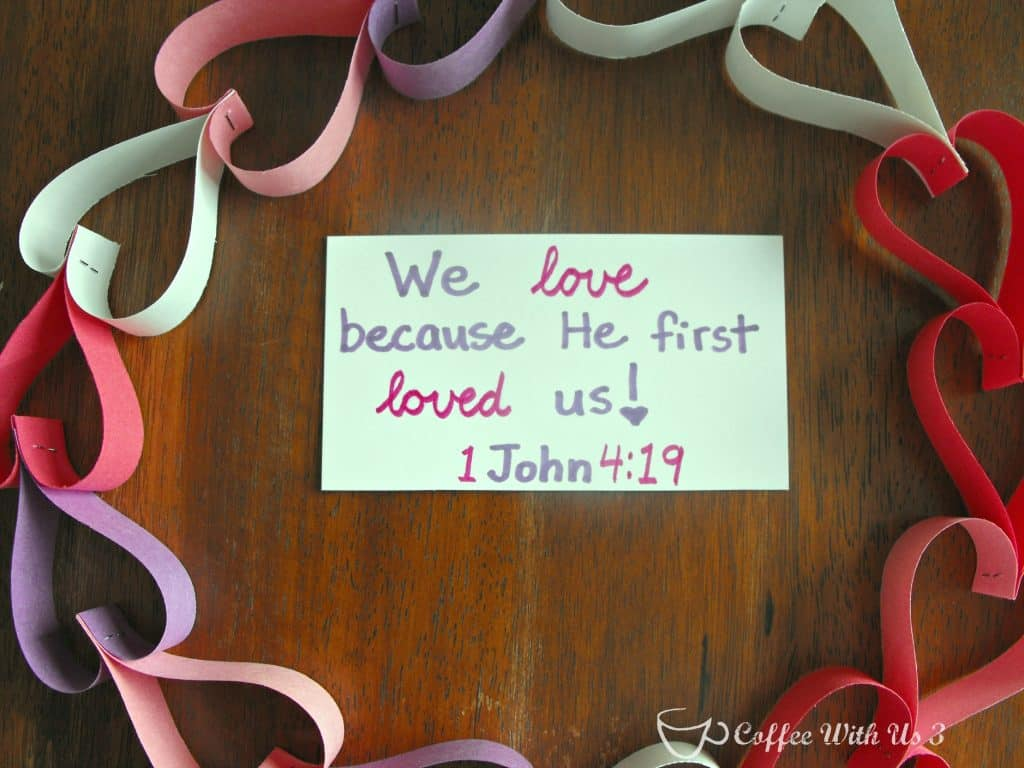 Create a simple heart garland wreath in minutes! #Valentine's #wreath